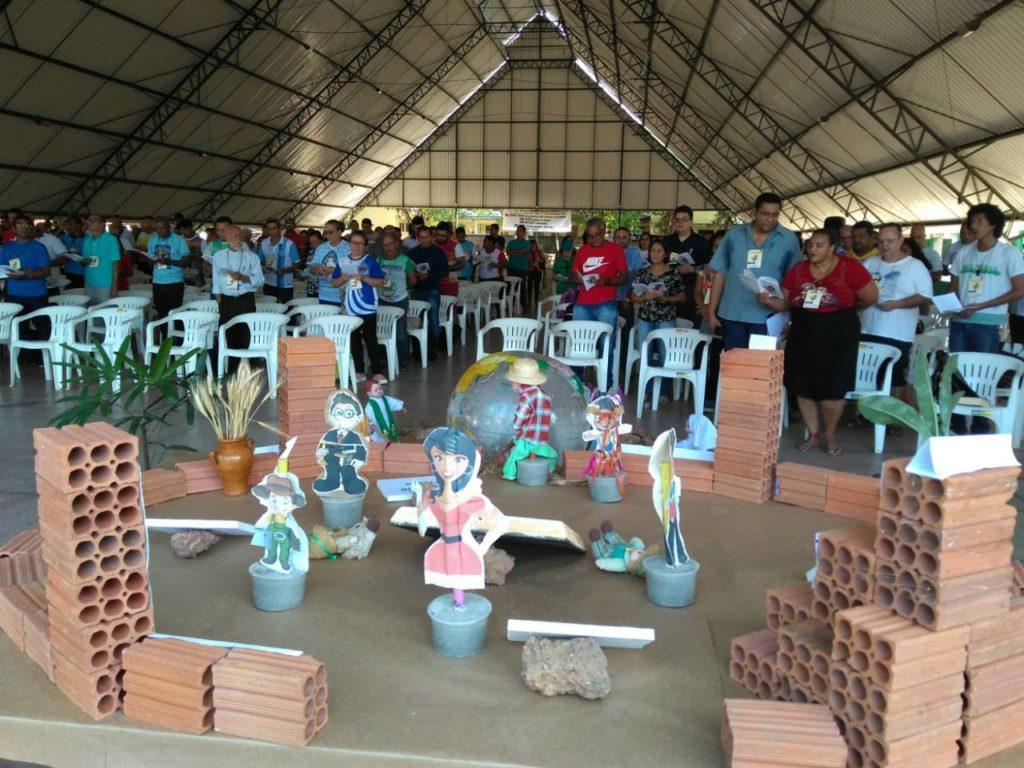 Participantes da XXIII Assembleia Diocesana em momento de oração - (Foto: Oscar Filho / Pascom Macapá)