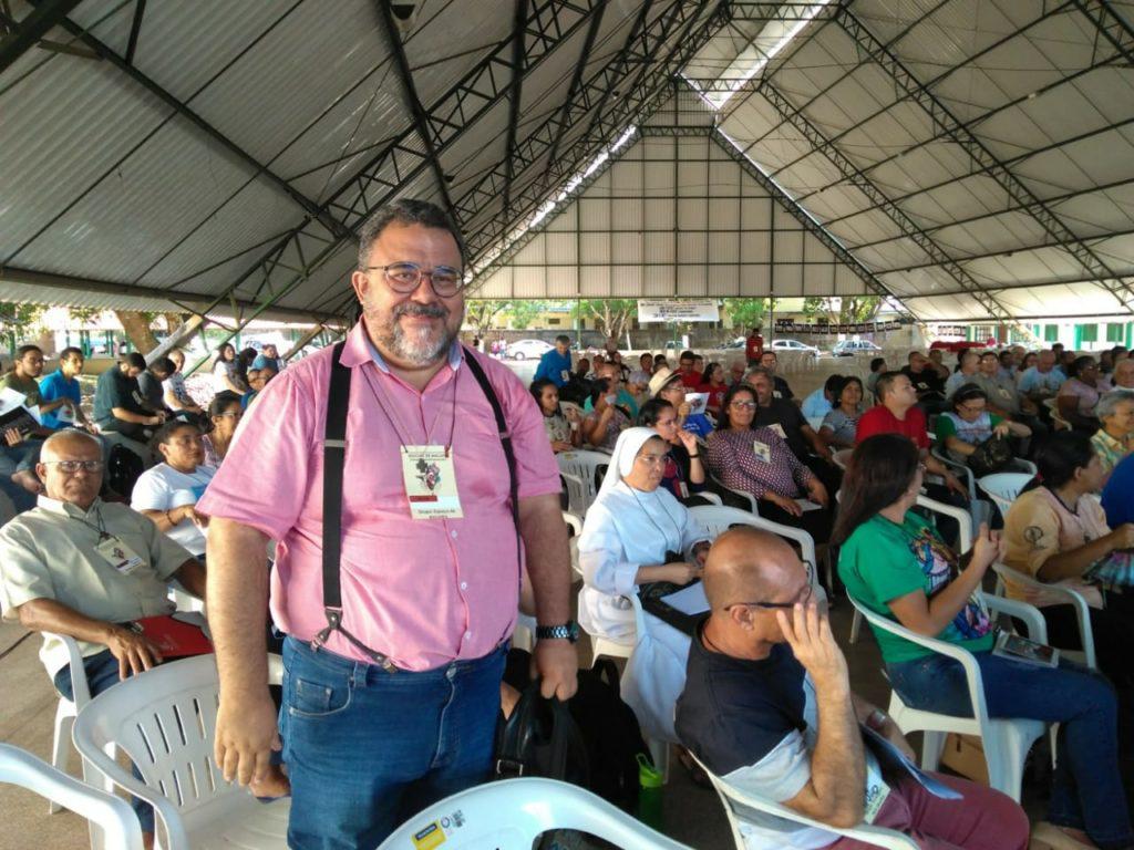 Padre Manoel de Oliveira, assessor da XXIII Assembleia Diocesana em momento de oração - (Foto: Oscar Filho / Pascom Macapá)